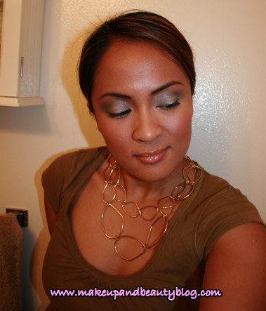 antiquitease-gilty-kiss-fotd-looking-down