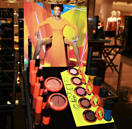 mac-cosmetics-neo-sci-fi-display