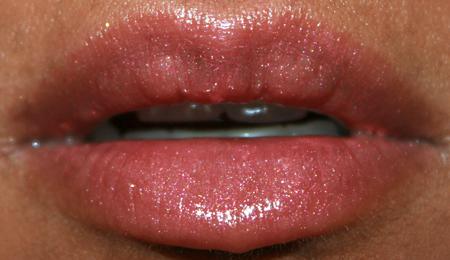 mac-cosmetics-woodwinked-fotd-052208-lips