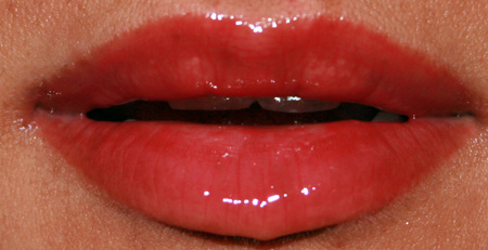 sonia-kashuk-sheer-lip-glossing-scandalous