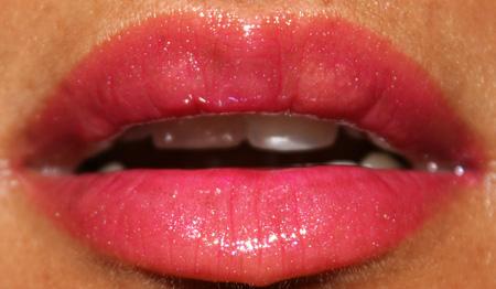 clarins-summer-fever-sun-lip-balm-bikini-pink