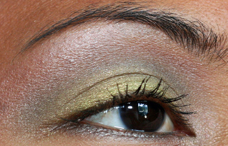 mac-cosmetics-fresh-green-mix-mineralize-eye-shadow-duo
