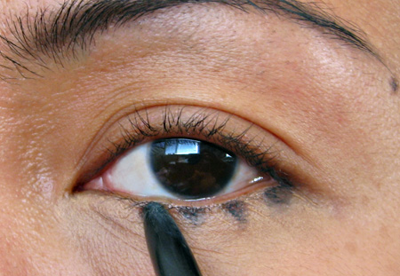 How To Apply Eyeliner Soft Lines With Kohl Pencils