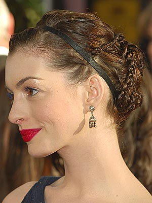 Emulate Anne Hathaway's classic beauty at the Golden Globes with this