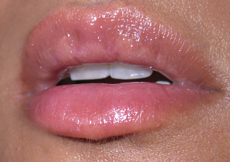 mac kitty couture dazzlepuss dazzleglass lip swatch