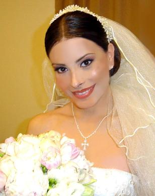 Wedding Makeup for Brides with Strong Jaw Bones and a Sharp Chin