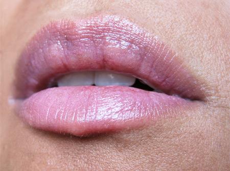 mac-a-rose-romance-a-rose-romance-lipstick-lip-swatch
