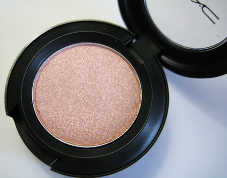 mac a rose romance et tu bouquet eyeshadow