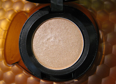 mac naked honey eyeshadow creme de miel