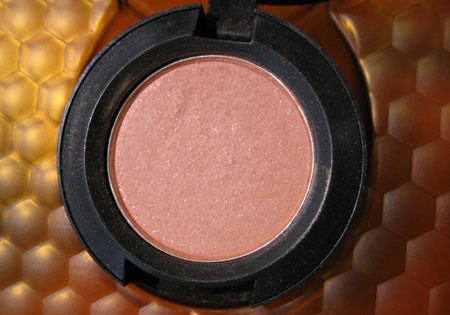 mac naked honey eyeshadow pollinator