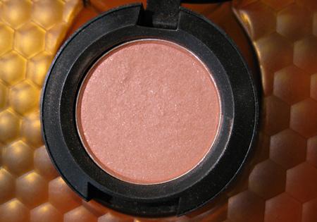 mac naked honey eyeshadow pollinator