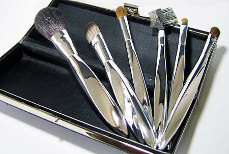sonia kashuk holiday 2009 twist of fate brushes in clutch