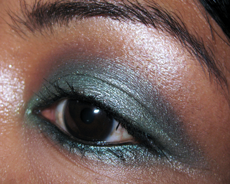 holiday party makeup tips urban decay book of shadows eye