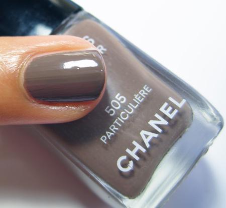 http://www.makeupandbeautyblog.com/wp-content/uploads/2010/01/Chanel-Particuliere-Les-Impressions-de-Chanel-Spring-2010-1.jpg