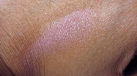 benefit-sugarbomb-review-swatch