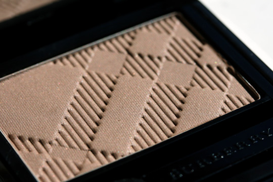 burberry makeup burberry beauty reviews swatches photos sheer eye shadow almond