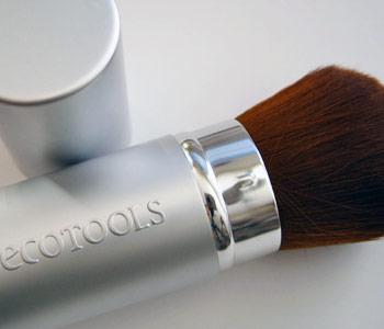 The Ecotools Retractable Kabuki Brush