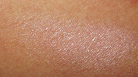 MAC in the groove mineralize skinfinish by candlelight