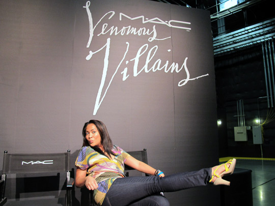 mac venomous villains k in chair
