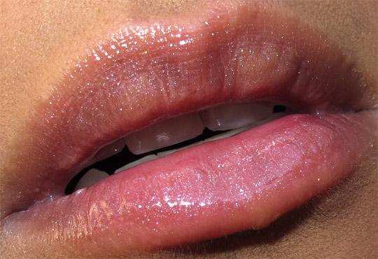 mac venomous villains review swatches photos cruella de vil devilishly stylish lipglass closeup