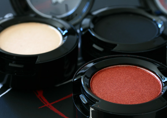 mac venomous villains review swatches photos cruella de vil eyeshadow sweet joy carbon de-vil open
