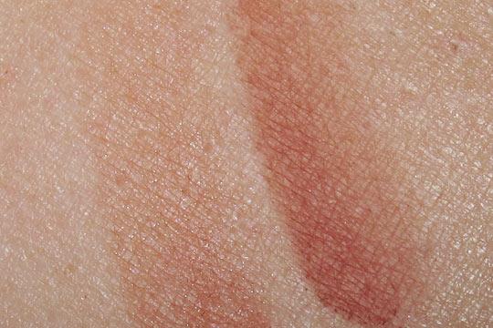 mac venomous villains review swatches photos cruella de vil swatches beauty powder blush on nw25
