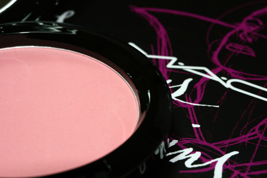 mac venomous villains review swatches photos evil queen beauty powder oh so fair open