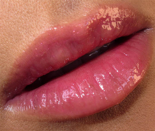 chanel-les-tentations-de-chanel-holiday-2010-collection-face-of-the-day-lip-closeup