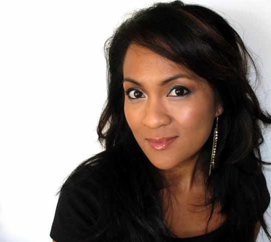 karen from makeup adnbeauty blog wearing dior five golds 1