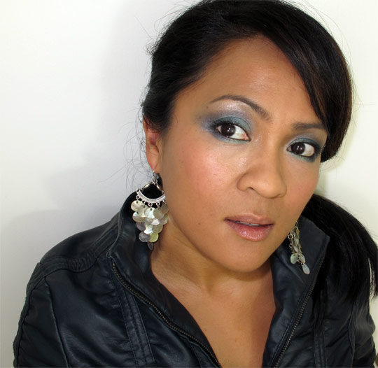 karen from makeup and beauty blog wearing the bobbi brown crystal eye palette 2