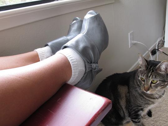 Hates peep-toe boots