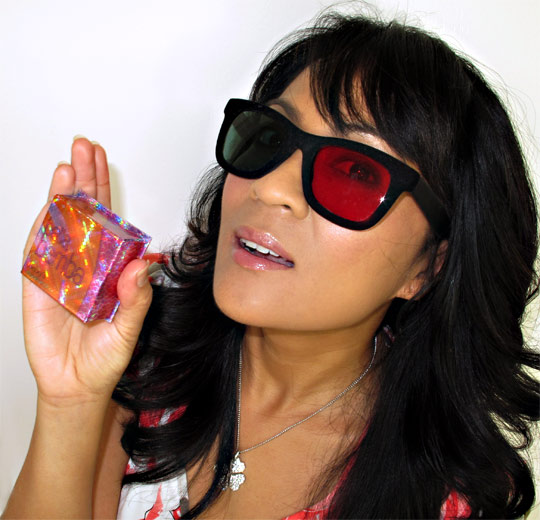 karen of makeup and beauty blog wearing benefit bella bamba in 3d