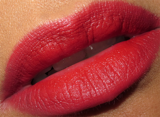mac wonder woman russian red swatch