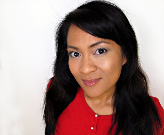 karen of makeup and beauty blog wearing the mac look in a box girl next door from the mac packed to go collection