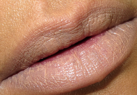 mac viva glam gaga 2 lipstick swatch lip closeup