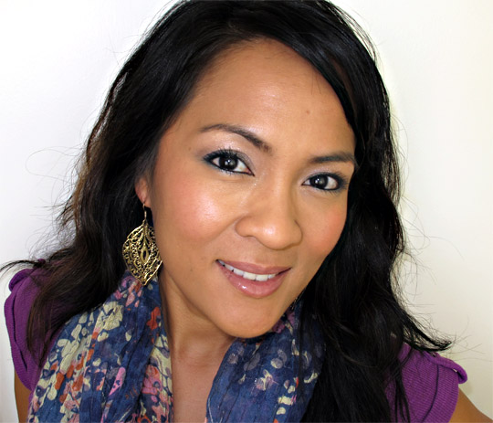 karen of makeup and beauty blog wearing the urban decay ud the feminine palette