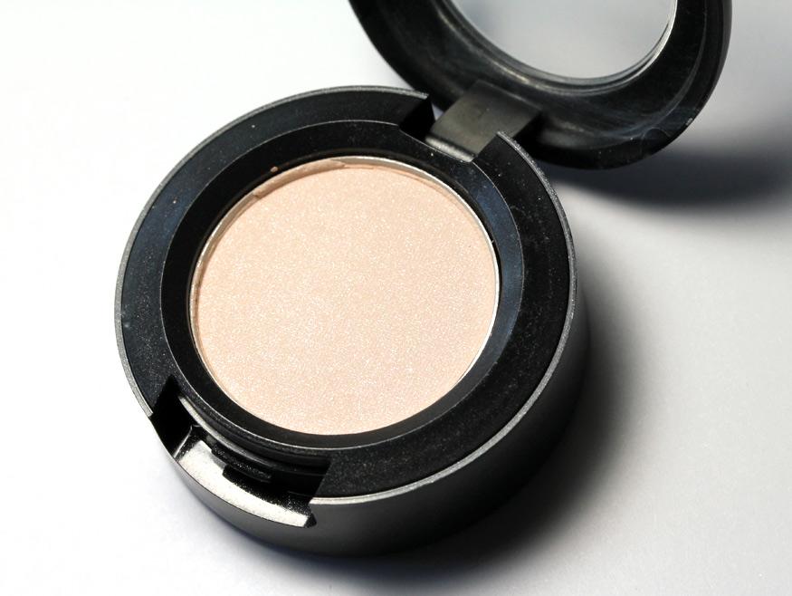 MAC Vanilla Eyeshadow - Makeup and Beauty Blog