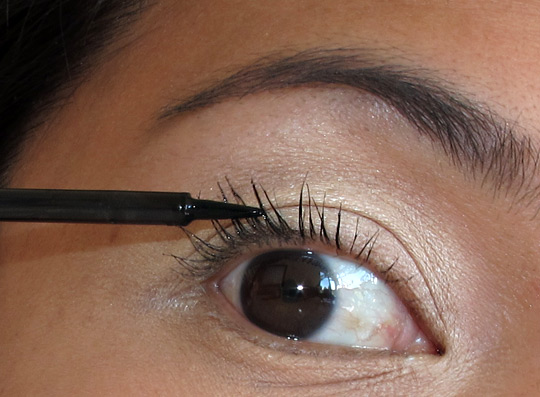 hourglass film noir lash lacquer eye closeup
