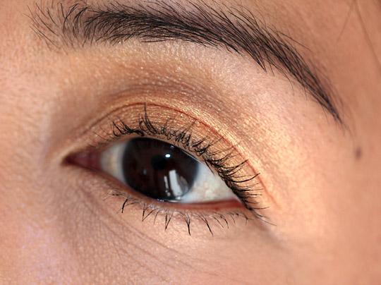 mac melon pigment eye closeup