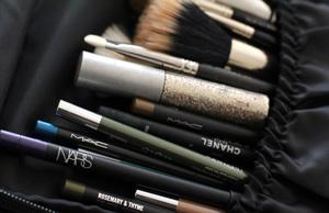 A simple travel makeup tip