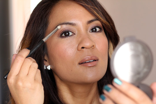 eye makeup tip for brighter eyes