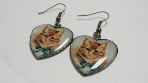8 Yellow Cat in Heart Pierced Dangle earrings