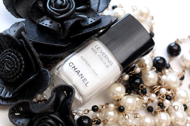 Chanel Eastern Light Le Vernis Nail Colour Picture Swatch 4