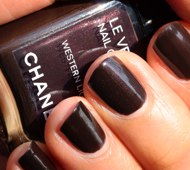 Chanel Western Light Le Vernis Nail Colour Picture Swatch 4