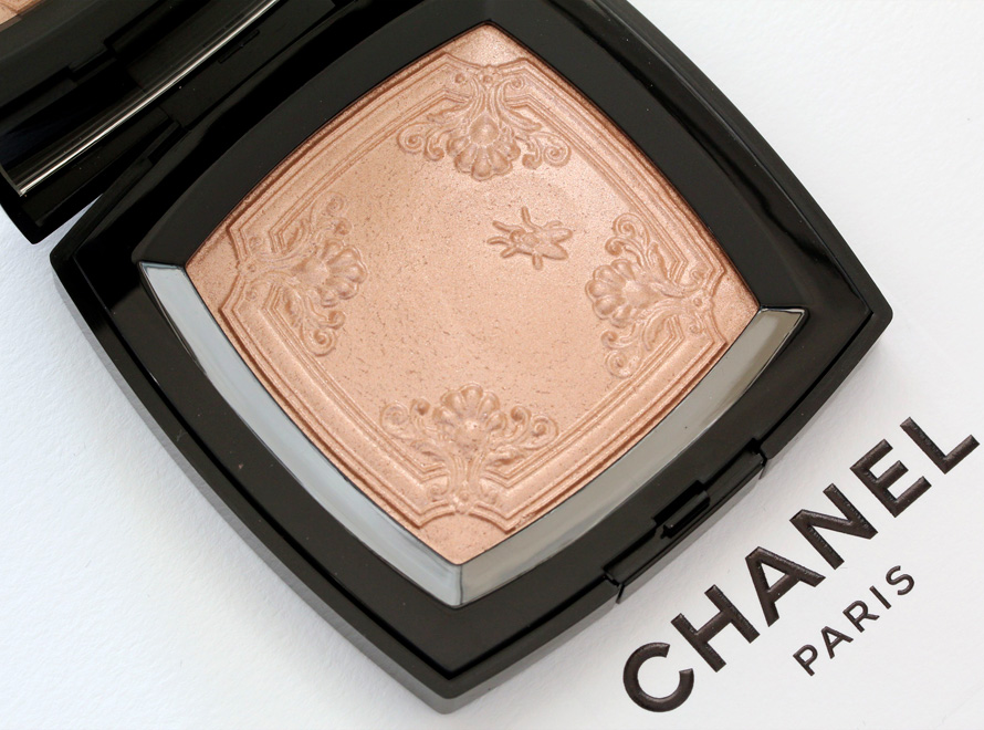 Chanel Mouche de Beauté Illuminating Powder Picture big