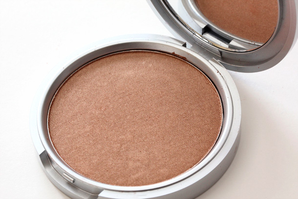 theBalm Betty-Lou Manizer open