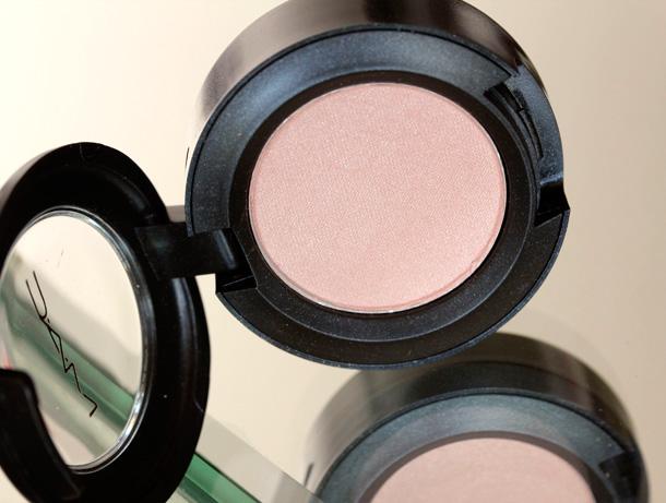 MAC Nudes & Metallics: Bare Minimum Eye Shadow