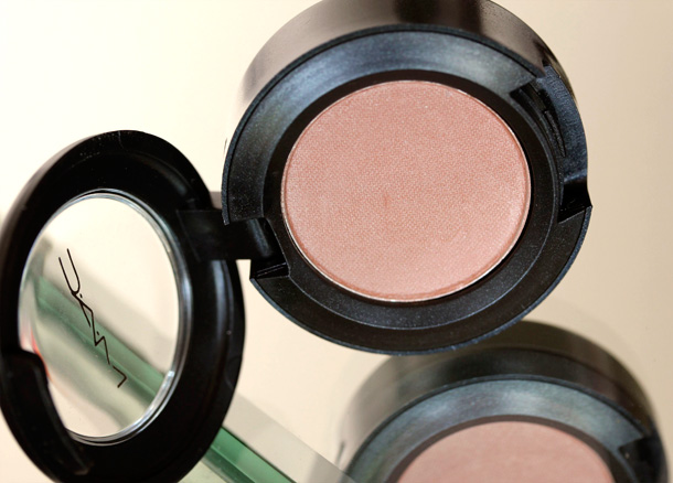 MAC Nudes & Metallics: Glimpse of Flesh Eye Shadow