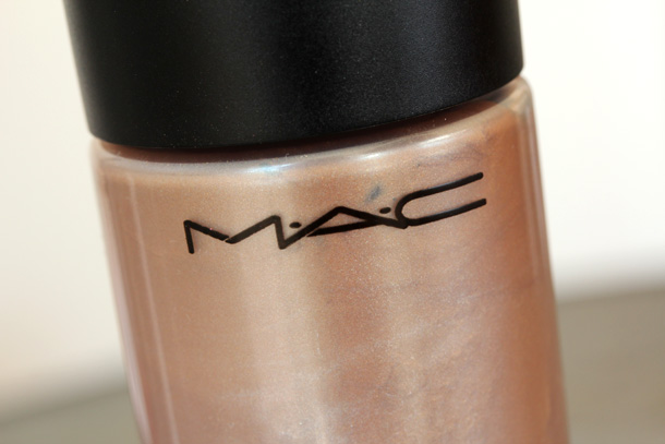 MAC Golden Elixir Strobe Liquid Lotion Pictures, Swatches and Review