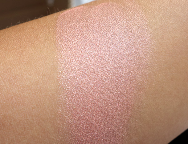 MAC Rio Mineralize Skinfinish swatch